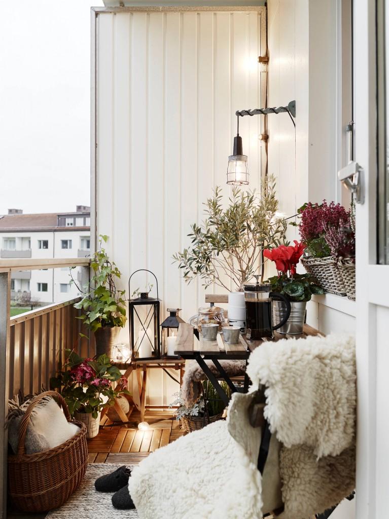 Vintage-Themed Balcony
