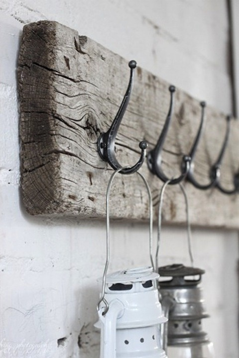 Rustic Barn Wood Projects : Hanger Rack