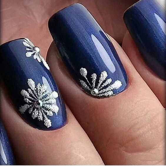 Royal Glitter Flowers Mani