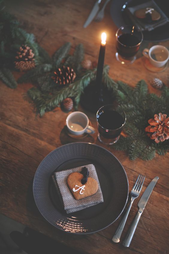 Rustic Christmas Table Setting