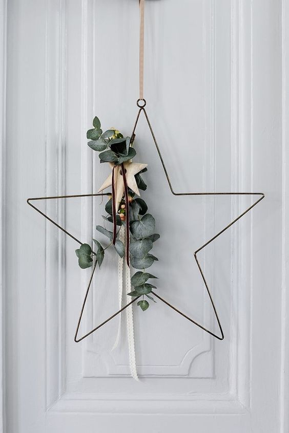 Wire Star-Shaped Wreath