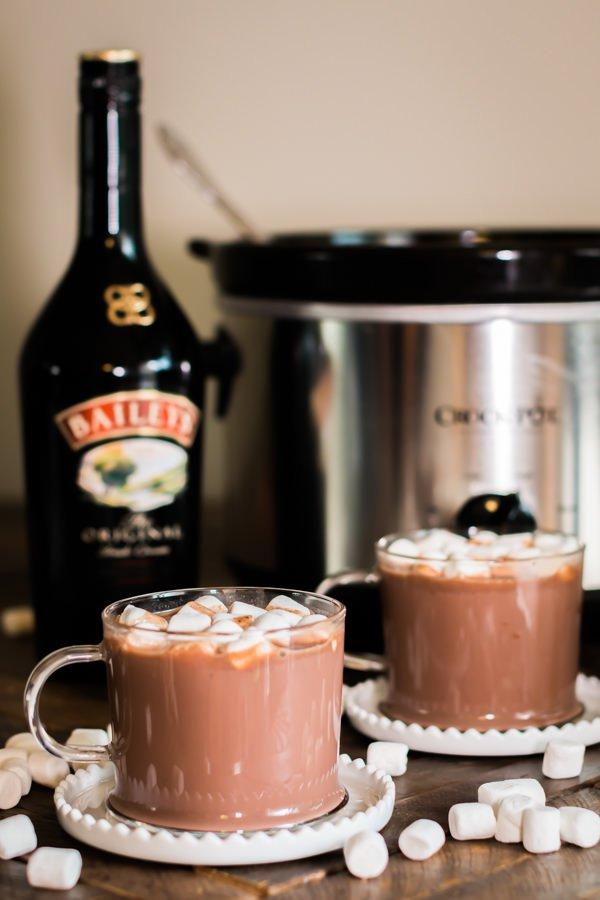 Slow Cooker Bailey's Irish Cream Hot Chocolate