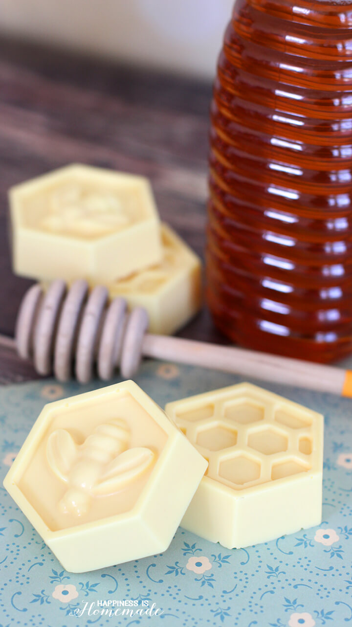 25 Glorious Homemade Soaps That Are A Complete Treat For