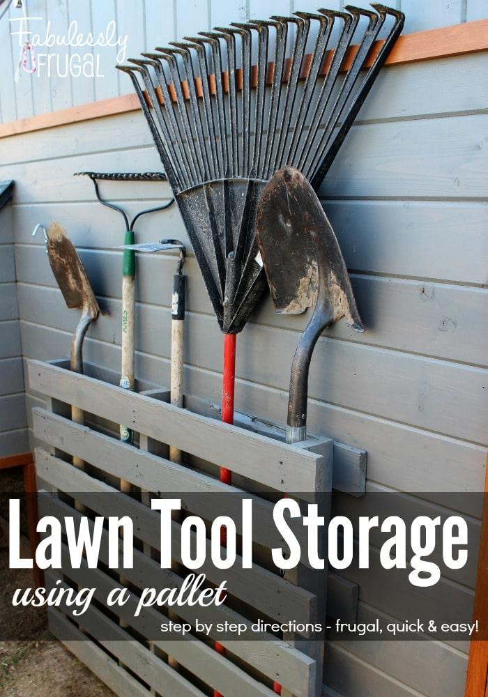 Cất dụng cụ làm cỏ của bạn trên pallet!